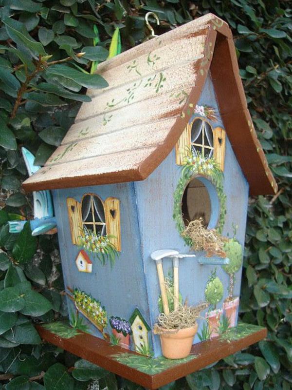 originelle-Vogel-Futterhäuser-aus-Holz-Idee