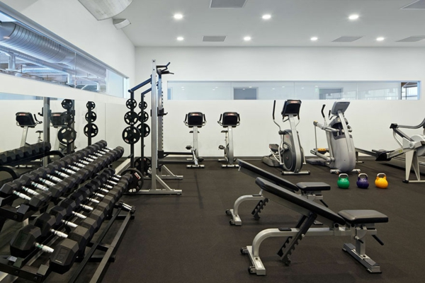 originelle-büroräume-fitnessraum - super modern