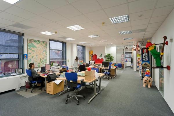 originelle-büroräume-groß-und-modern