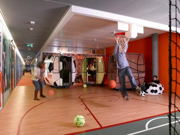 originelle-büroräume-halle-für-sport - basketball