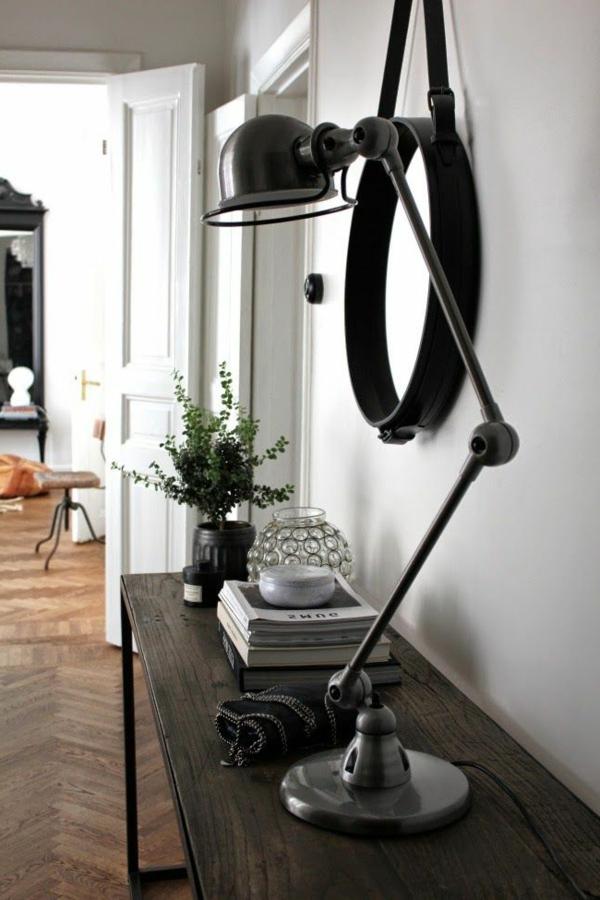 originelle-schwarze-Lampe-am-Schreibtisch-Idee