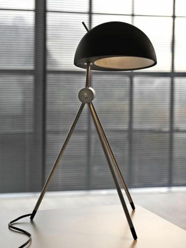 originelle-tolle-lampe-design-drei-beine