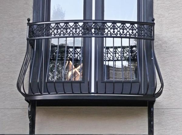 originelles-Design--Geländer-für-einen-Balkon