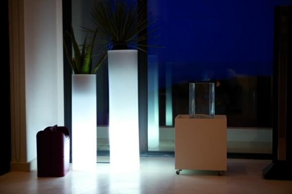 quadratische-Blumentöpfe-beleuchtet-in-Weiß-Ideen-für-Zuhause
