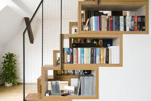 raumsparende-Regale-für-Bucher-Treppen