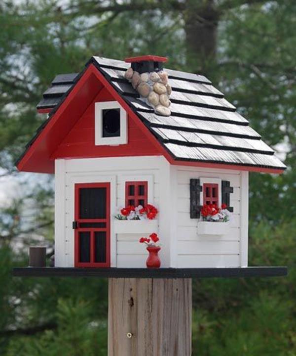 realistisches-Futterhaus-für-Vogel-aus-Holz-Rot