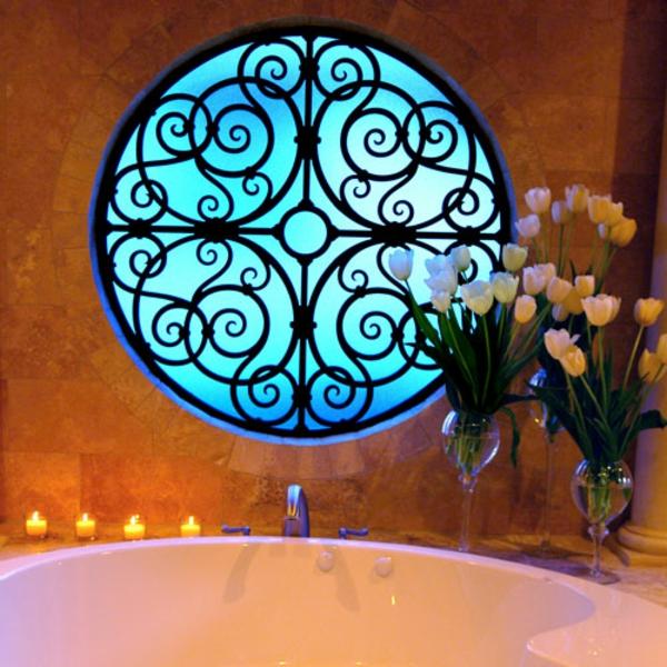 runde-Fenster-Badezimmer--blaue-Farbe
