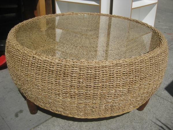 runde-Rattan-Tische-mit-Glasplatte-Idee