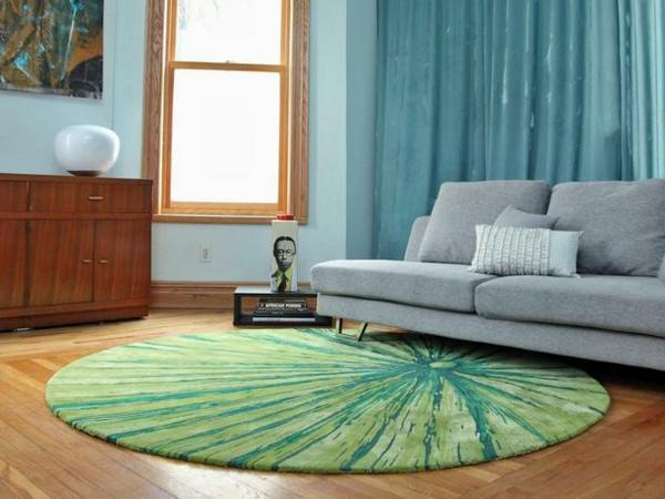runder-grüner-Teppich-im-Wohnzimmer