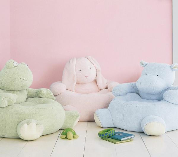 süße-Kinderstühle-Kissen-auf-dem-Boden