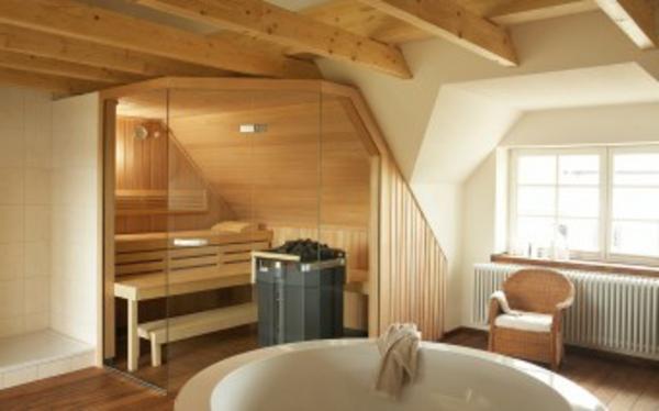 sauna-mit-glasfront-im-großen-zimmer