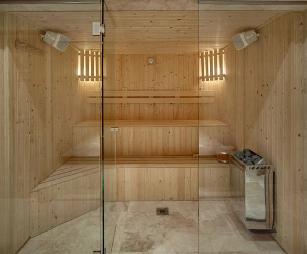 sauna-mit-glasfront-mit-einem-schicken-aussehen