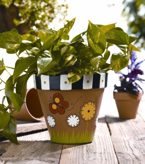 schön-dekorierte-Blumentöpfe-Ideen-für-den-Garten