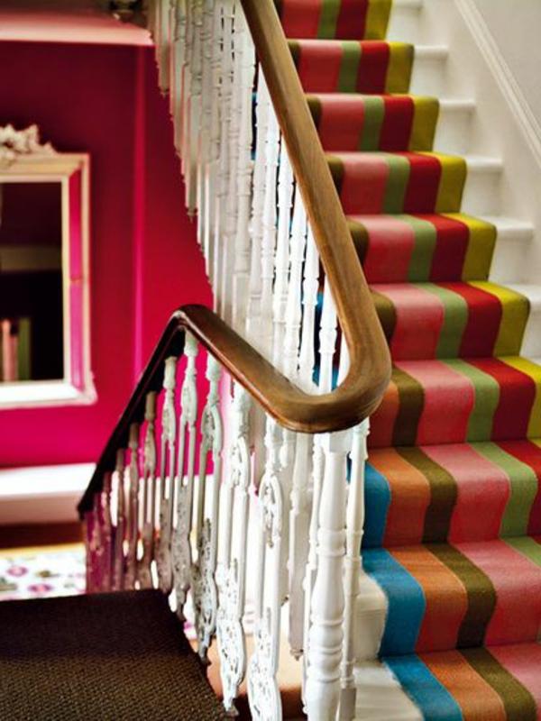 Interior-schöne-Treppe-Teppich-viele-Farben