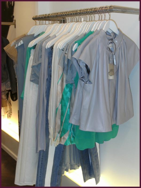 schöne-moderne-kleiderstange-für-wand
