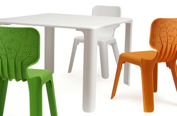 schöne-stühle-in-verschiedenen-farben