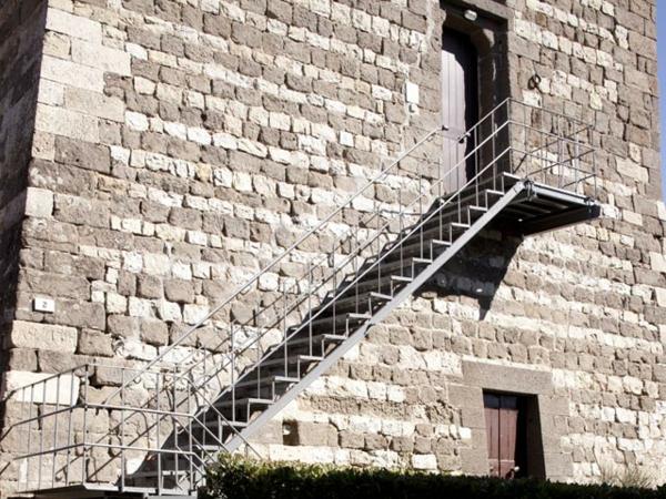 schöne-treppe-am-haus-aus-stein-gestalten