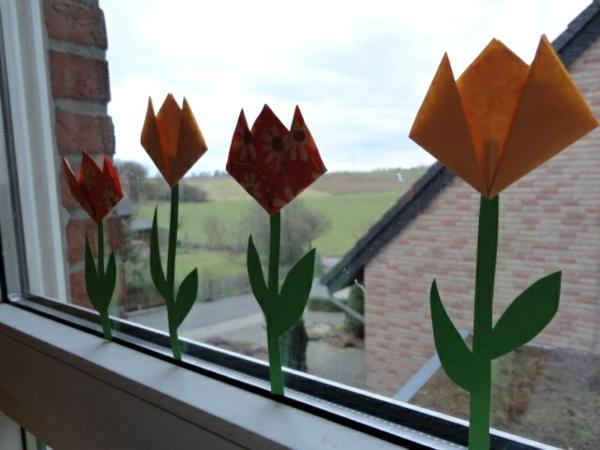 schöne-tulpen-basteln-am-fenster