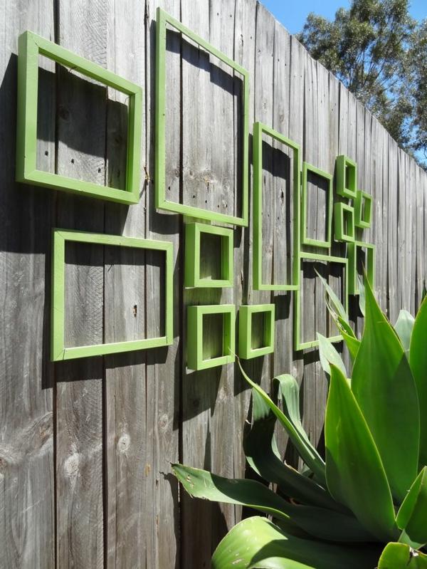 wunderbarer-Gartenzaun-mit-grünen-Rahmen