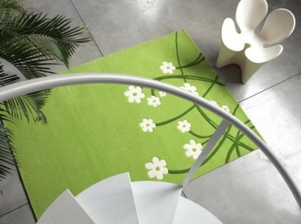 schöner-Teppich-in-Grün-mit-weiß