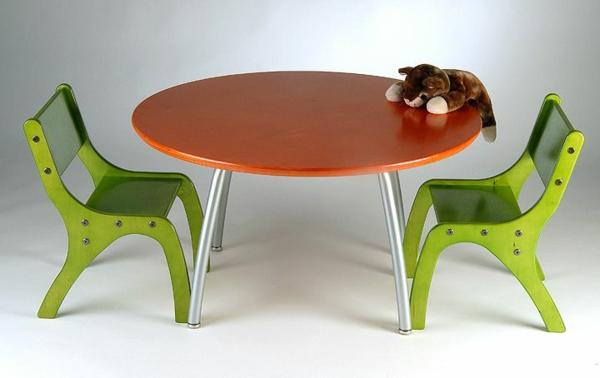schöner-runder-tisch-mit-grünen-stühlen-ideen