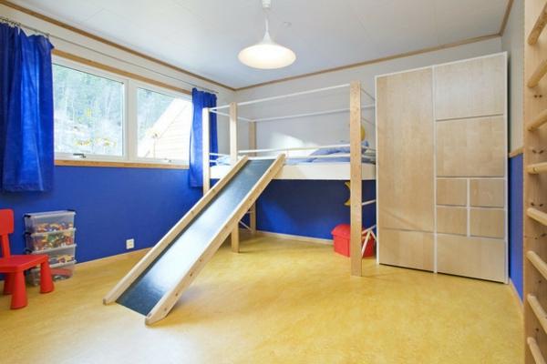 schönes-Kinderbett-mit-Rutsche