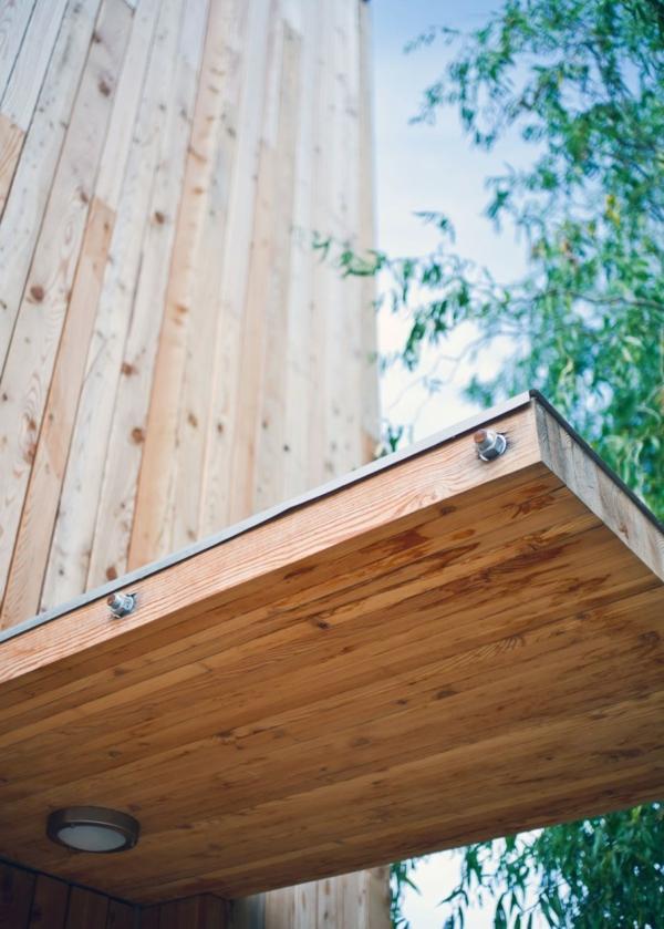 schönes-Vordach-aus-Holz-Idee