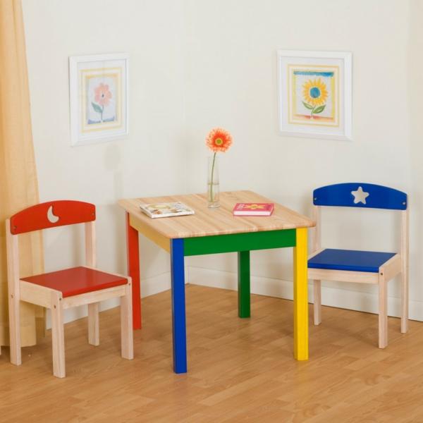 schönes-design-kindertisch-und-stühle-kinderzimmer