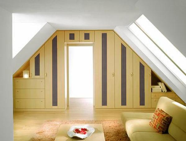 schränke-für-dachschräge - sofa und ein nesttisch im zimmer