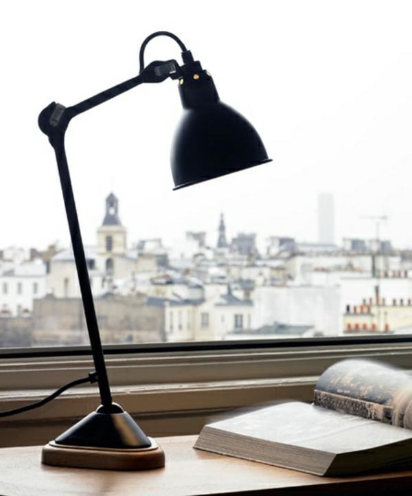 schwarze-Lampe-für-den-Schreibtisch