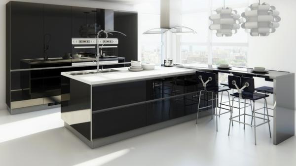 bar-in-der-küche-mit-originellen-stühlen