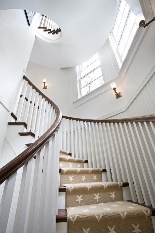 spiraltreppen-teppich - foto von unten genommen