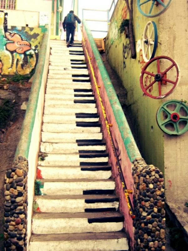 straßenart-piano-treppen-auf-der-straße