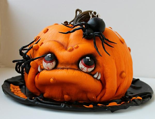 super-interessante-halloween-torte-kürbis-mit-spinnen