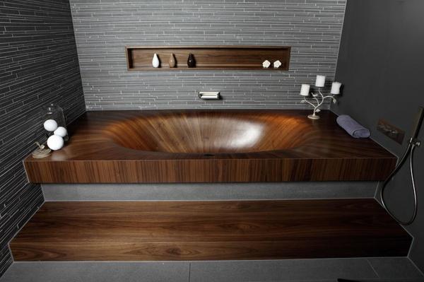 super-schöne-hölzerne-Badewanne-im-Bad