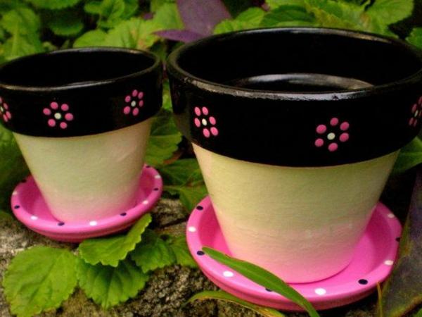 tolle-wunderschön-bemalte-Blumentöpfe-Deko-Idee