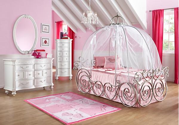 traumhaftes-Bett-für-Mädchen-in-Rosa