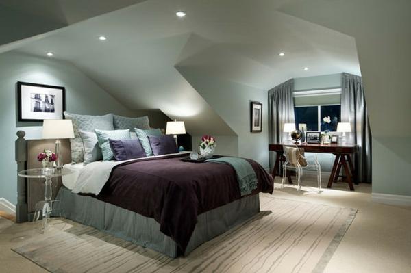 ultramodernes-schlafzimmer-im-dachgeschoss-mit-deckenleuchten