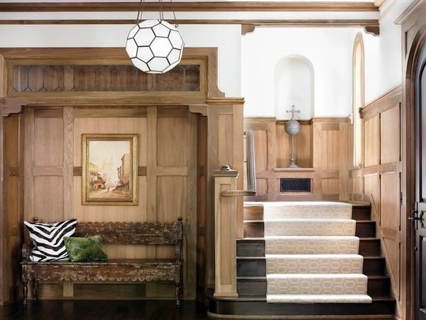 Weiße Treppenteppiche   In Einen Modernen Hölzernen Flur