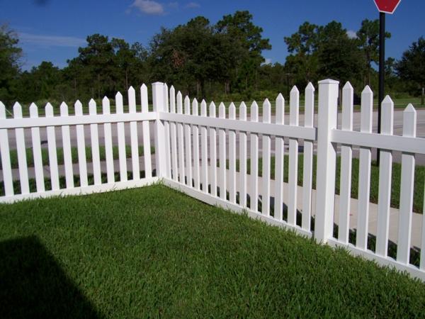 weißer-Zaun-aus-Holz-Gartendesign-Idee