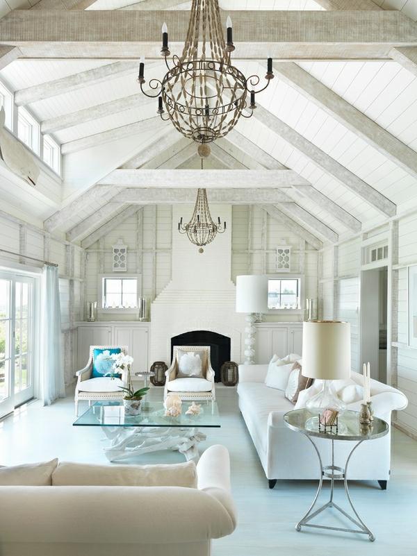 wohnzimmer-in-weißer-farbe-mit-einer-schönen-decke