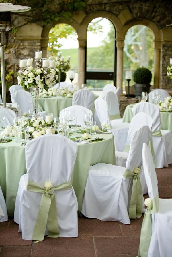 wunderbare-Tischdekoration-in-Grün-und-Weiß-Hochzeit