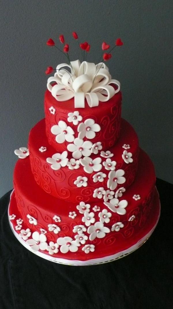 wunderbare-Torte-Dekoration-in-Rot-und-Weiß