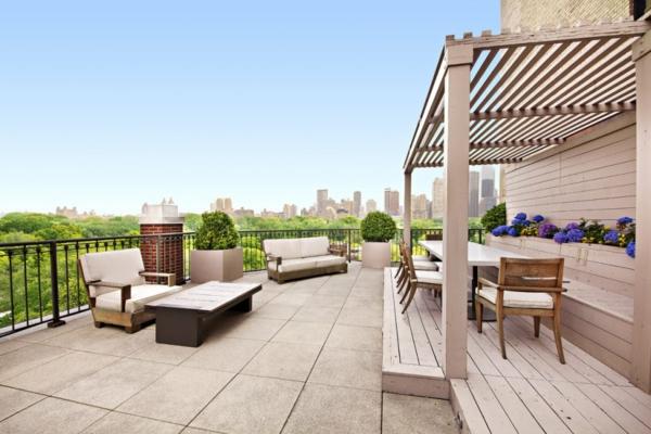 Große Terrasse Gestalten :  Rattanmöbel, damit sie eine geschmackvolle Dachterrasse gestalten