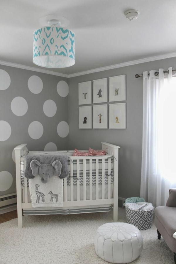 wohnzimmer deko grau rosa:graue Wand mit weißen Kreisen