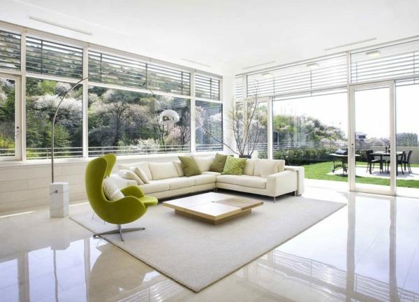 wunderbarer-weißer-Teppich-weißes-Sofa-Design-