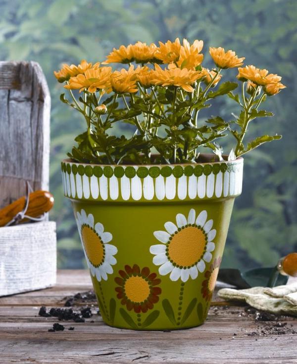 wunderschön-bemalte-Blumentöpfe-Ideen-für-Dekoration-Sonnenblumen