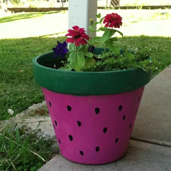 wunderschön-bemalte-Blumentöpfe-Wassermelone-Deko-Idee