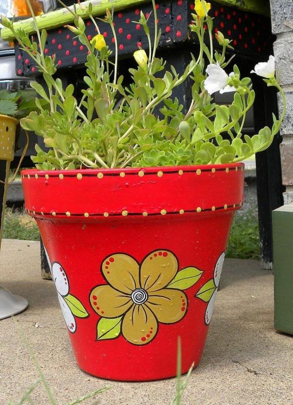 wunderschön-bemalte-Blumentöpfe-in-Rot-Deko-Idee