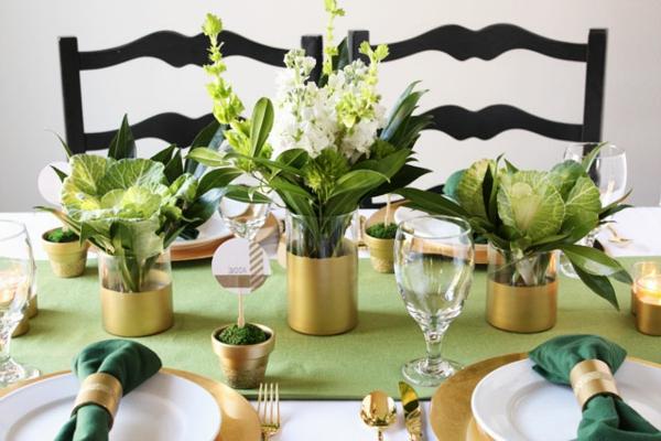 wunderschöne-Tischdekoration-in-Weiß-und-Grün